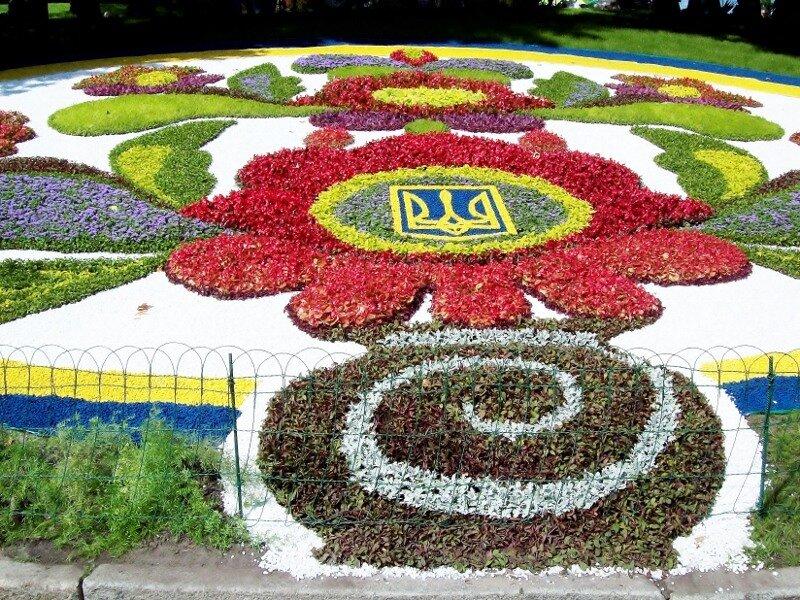 Киев. Тризуб из цветов на выставке цветов 2011