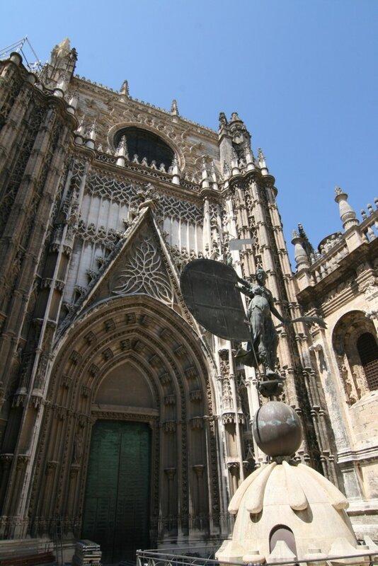 Кафедральный Собор Севильи. Копия Хиральды