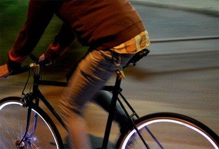 Темнота - не друг для велосипедистов 0_6a9bf_4e3e8a00_L