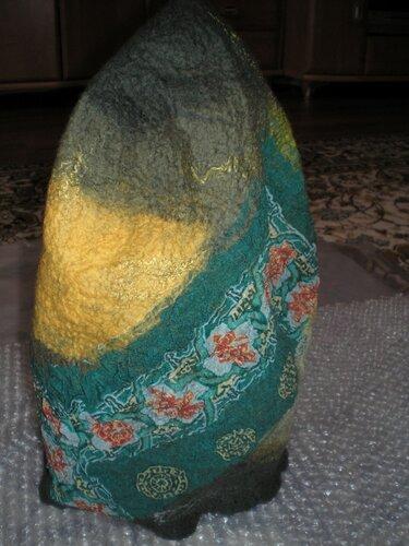 ...или жёлтый шёлк, чтобы лепестки не казались плоскими.  Валяем цветок.
