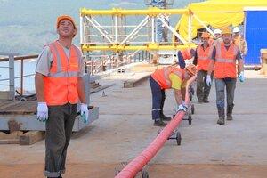 Строители моста на остров Русский приступили к монтажу вантовой системы