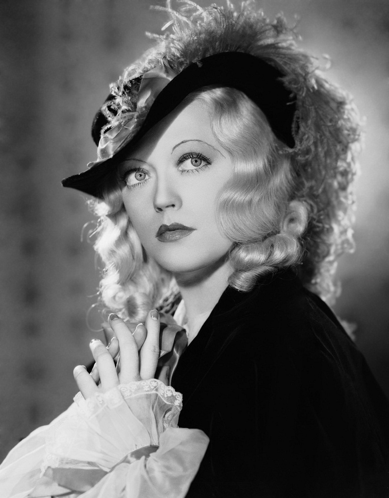 10th April 1934: American actress Marion Davies (1897-1961) in costume during the filming of 'Operator 13' in which she starred alongside Gary Cooper.