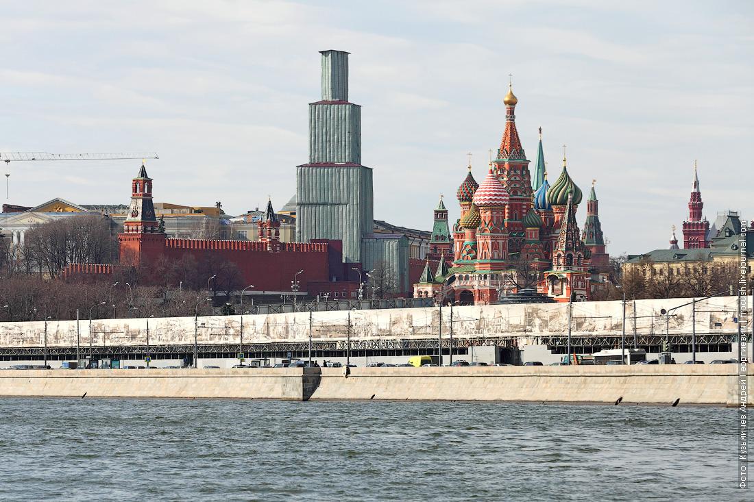 Спасская башня Московского Кремля в строительных лесах