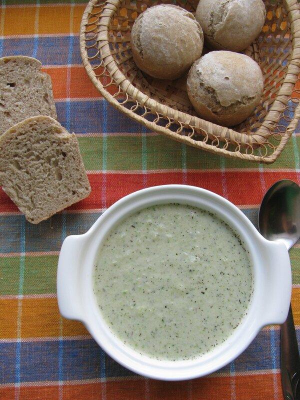 Кабачковый суп-пюре и ржано-пшеничный хлеб