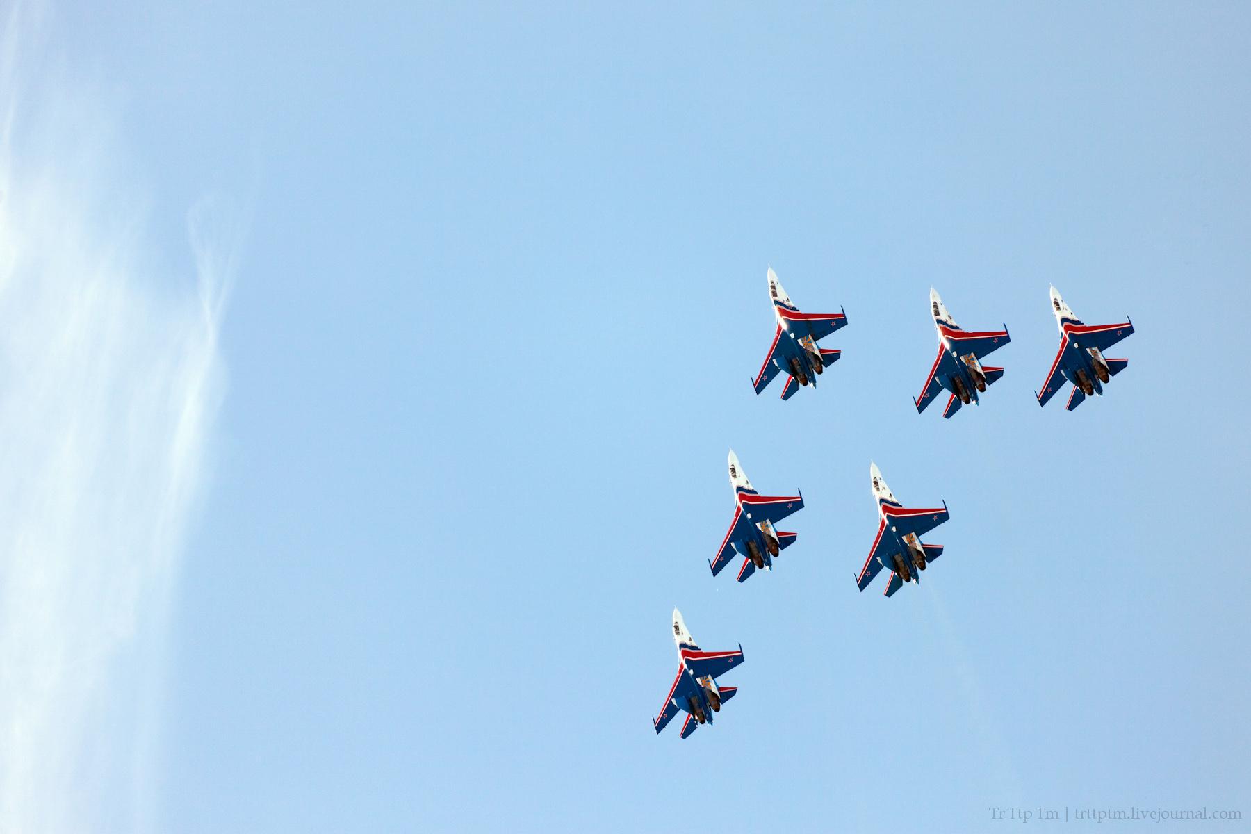 9. Военная авиация над Маркизовой лужей.