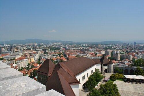 Вид на Любляну с башни замка Град