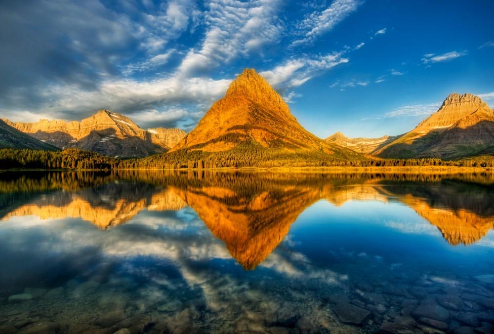 © Trey Ratcliff Божественной красоты озеро расположено вСкалистых горах натерритории американского