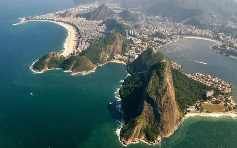 8. Из Рио-де-Жанейро в Буэнос-Айрес Продолжительность полета: 1983 км / 2 часа Сочетание гор, озер,