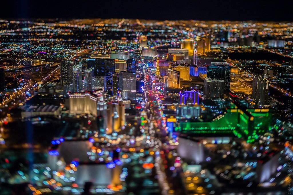 Nochnoj-Las-Vegas-s-vysoty-15-foto
