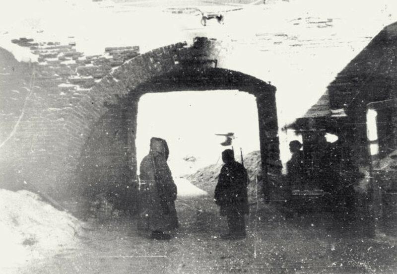 Застава северной ледовой трассы «Малая Дорога жизни» в Кронштадте