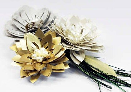 Цветы из ажурных бумажных полос