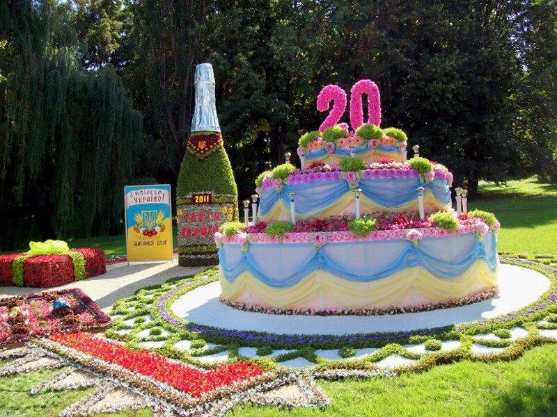 Киев. Цветочный торт на выставке цветов 2011