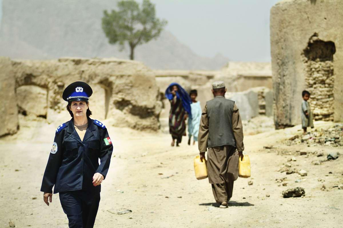 Афганские женщины из спецподразделений МВД Афганистана: картинки из жизни (18)