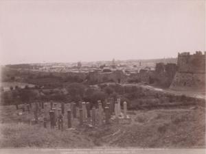 Северные крепостные стены, магометанское кладбище, православная и армянская церкви, маяк и Каспийское море