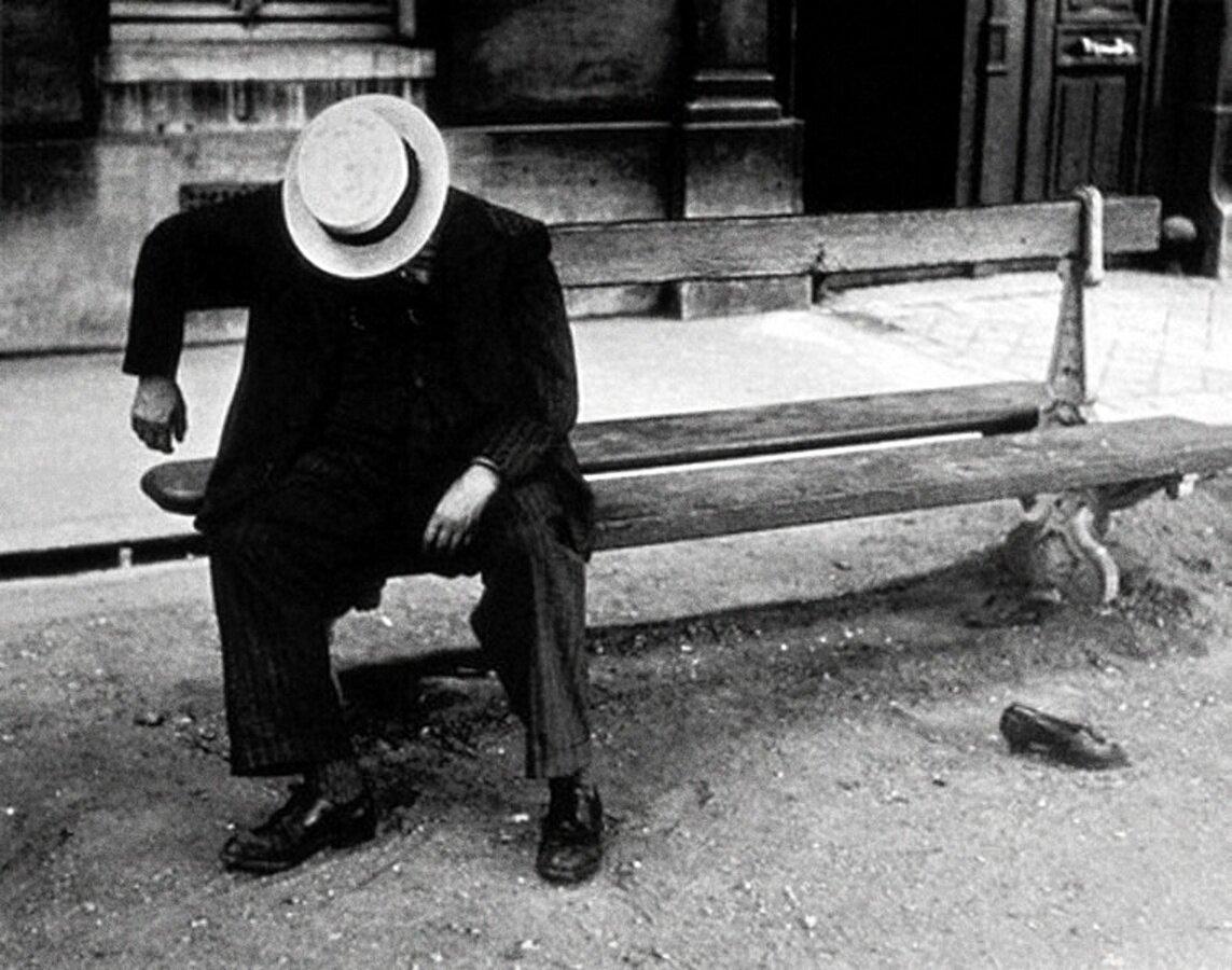 1932. Спящий в канотье, Париж.