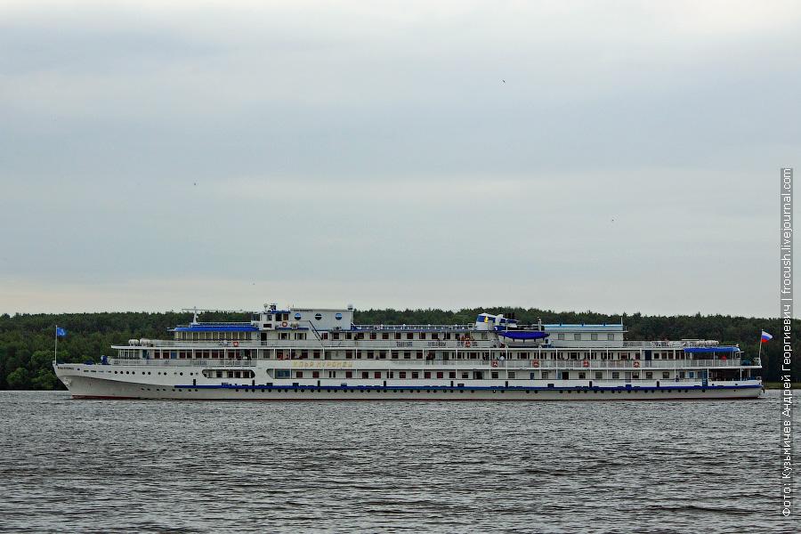 13 июня 2011 года. Теплоход «Илья Муромец» идет в Москву по Клязьминскому водохранилищу