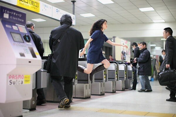 Автопортреты левитирующей девушки-фотографа из Токио