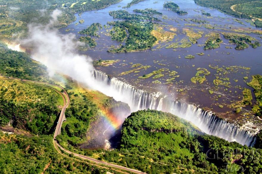 Около двух миллионов человек ежегодно посещают реку Замбези, чтобы полюбоваться потрясающими видами