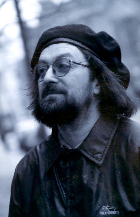 Андрей Игоревич Романов родился в Ленинграде 28 июля 1956 года. Дюша учился в одном классе вместе с