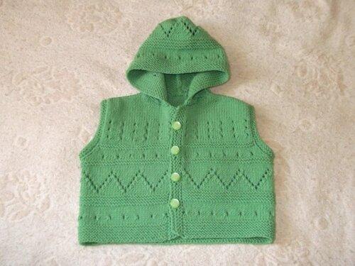 Yeşil kapşonlu yelek modeli