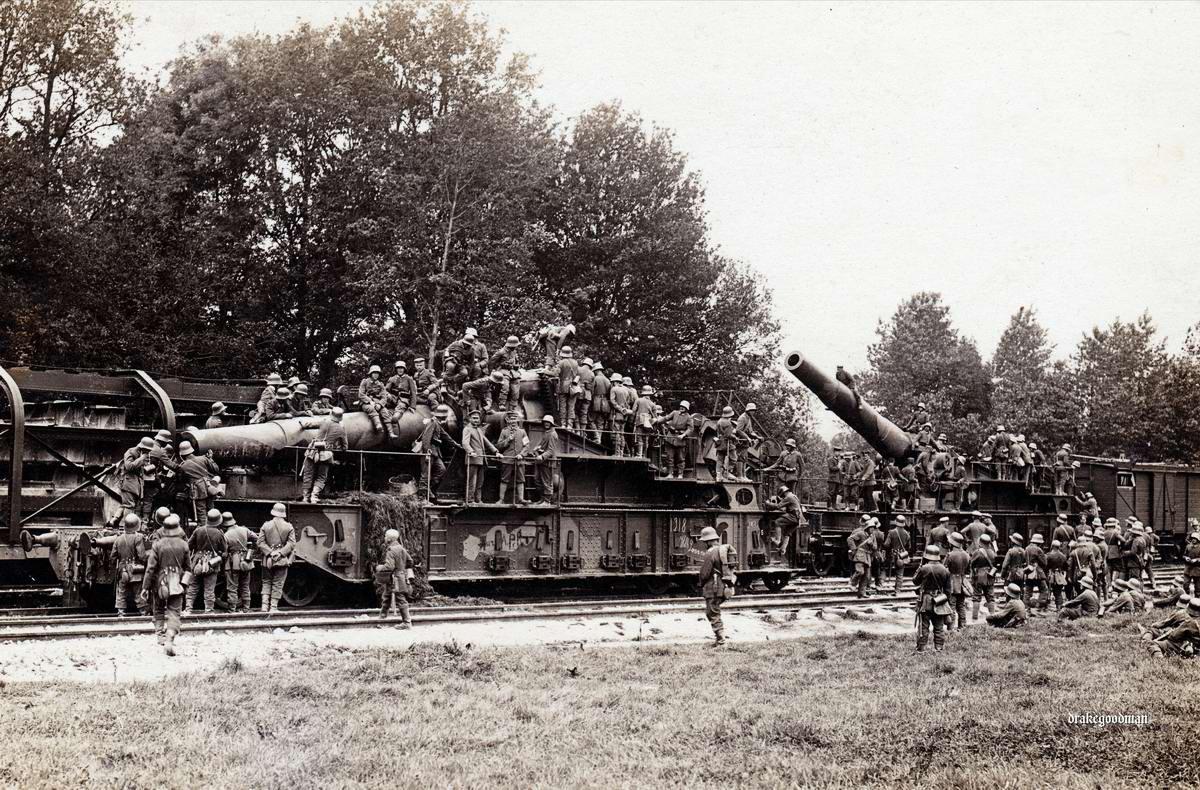 Французские железнодорожные орудия, захваченные немцами в окрестностях города Суассон в северной части Франции (1918 год)