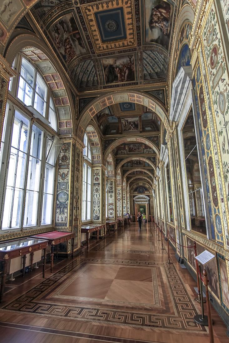 Лоджии Рафаэля созданы в 1780-х годах архитектором Дж. Кваренги о заказу императрицы Екатерины II. Они подражают галерее Ватиканского дворца, расписанной по эскизам Рафаэля
