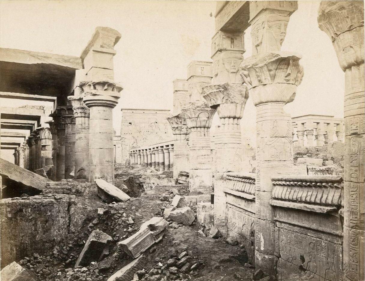 Колонны храма