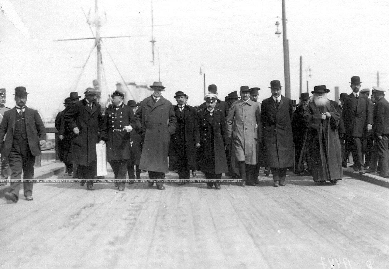 Группа депутатов Четвертой Государственной думы в Кронштадтском порту. 5 мая 1913