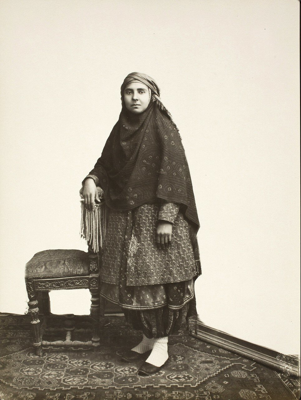 Портрет зороастрийской девушки