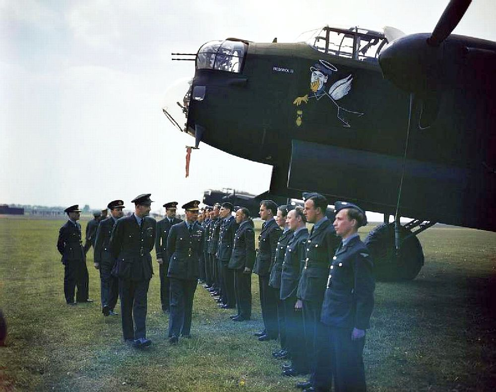 Lancaster-King-George-VI-Scampton-England-1943.jpg