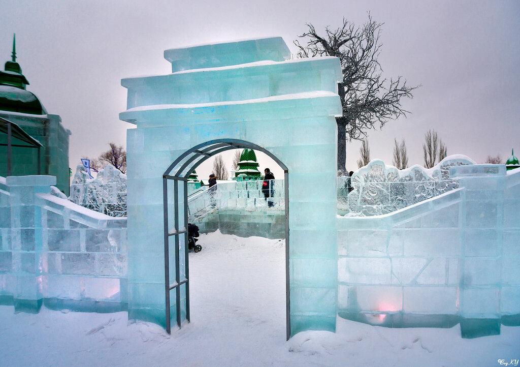 Один из входов в ледовый городок Беловодье