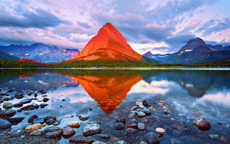 К сожалению, эта гора не сделана из чипсов. Так освещает эту гору солнце на рассвете в национальном
