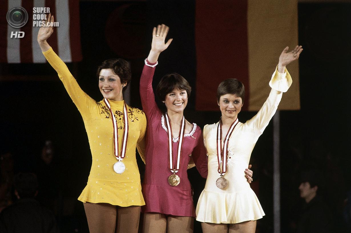 Австрия. Инсбрук, Тироль. 13 февраля 1976 года. Дороти Хэмилл из США (в центре), Дианне де Леу из Ни