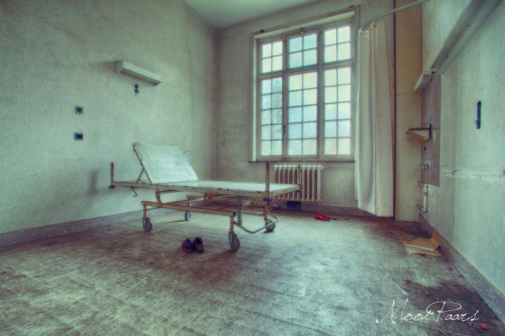 2. Это заброшенная психиатрическая больница для женщин в Бельгии. название её — Salve Mater.