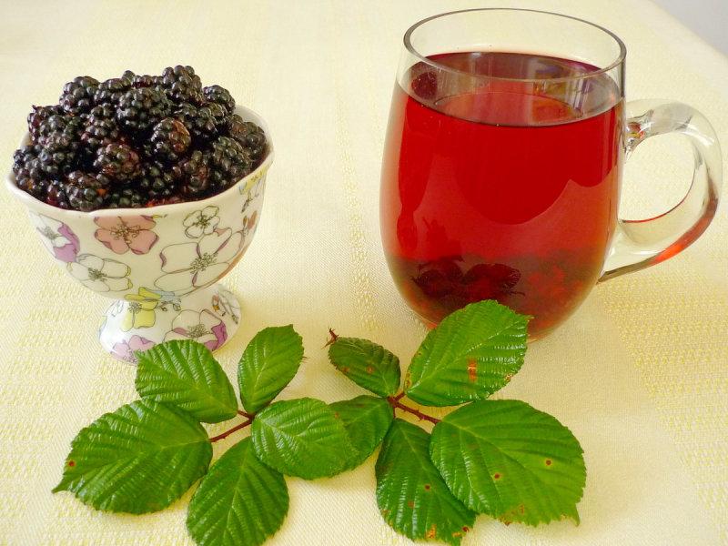 Чай из сухих листьев ежевики хорош тем, что в отличие от большинства подобных напитков почти не