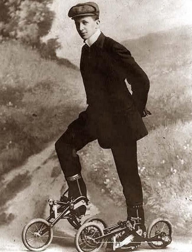 Это изобретение так инеполучило названия: неудалось решить, это ножные велосипеды или ролики спе