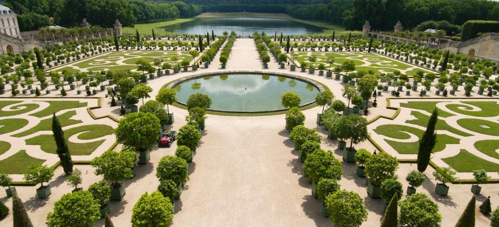 Знаменитые Версальские сады были разбиты при Людовике XIII ибыли доведены досовершенства знамениты