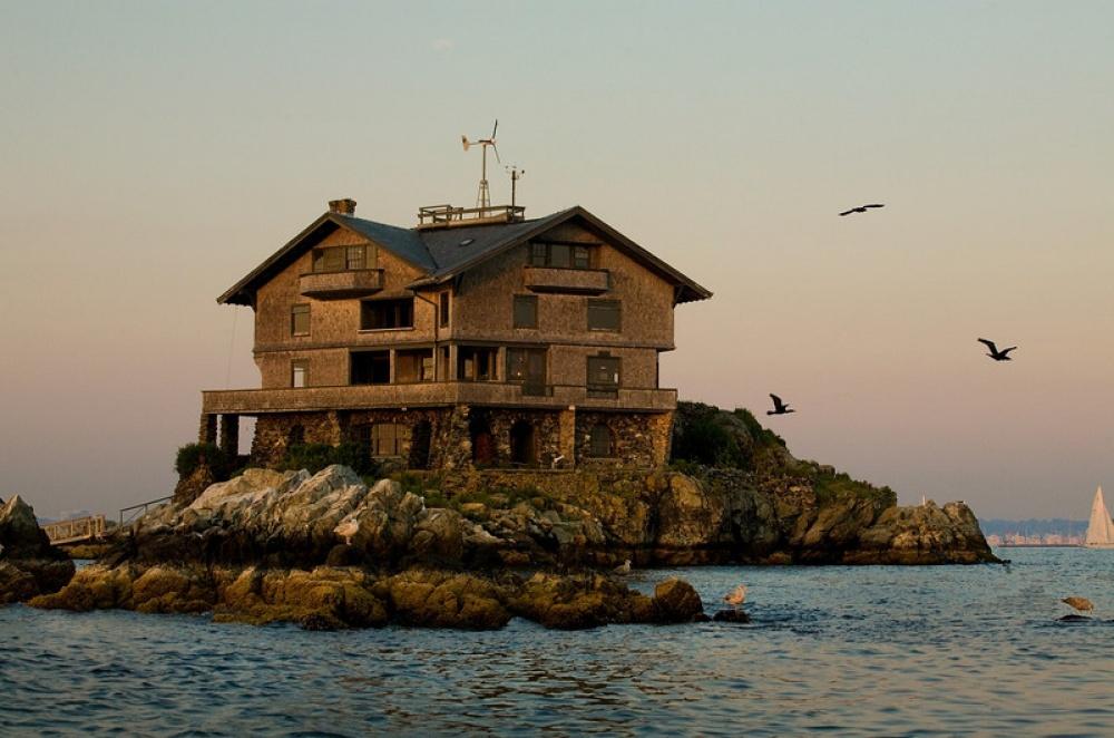 В1961 году бостонский архитектор Генри Вуд приобрел этот необычный дом за3,600$. Допокупки здани