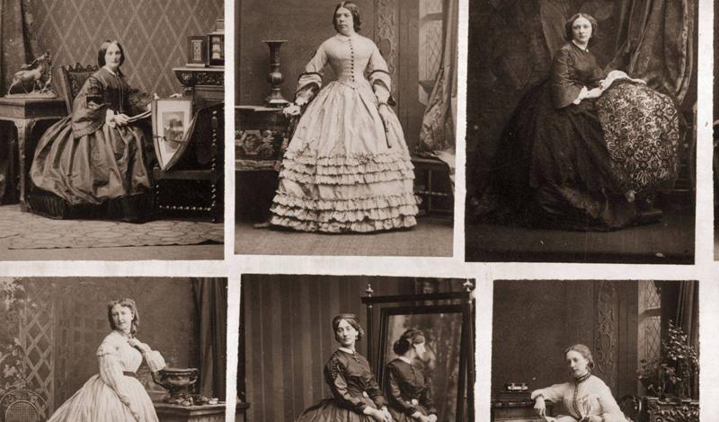 Кринолины вошли в моду в 19 веке. Специальная клетка из стальных полос раздувала юбку девушки в нужн