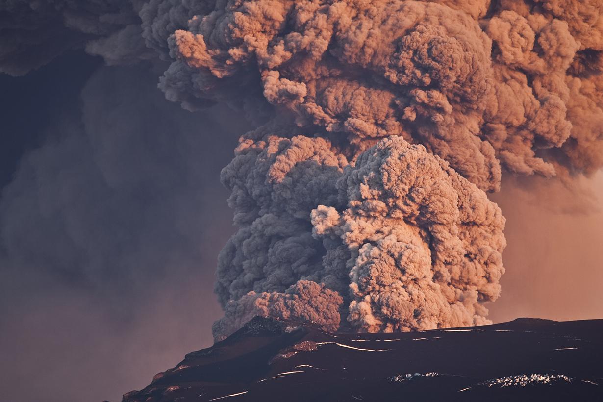 Исландия — одна из самых экологически чистых стран мира. Она полна вулканов, позволяя местным жи