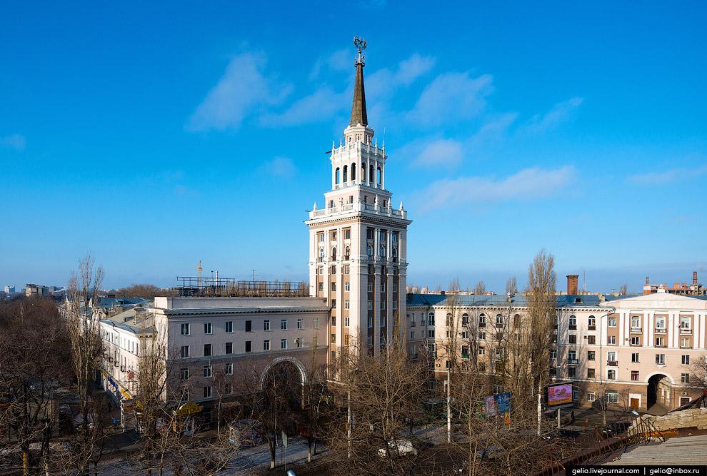 35. Жилой дом по Кольцовской улице, 82. Также известен как жилой дом Министерства станкостроите