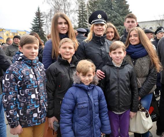 Полицейская из Житомира мама 7-ых детей