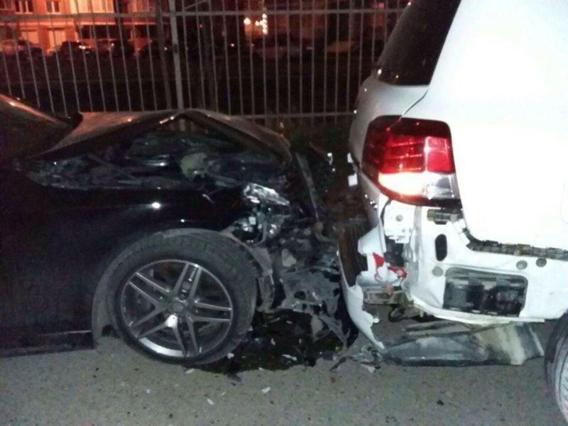Пьяный водитель на «Кайене» разбил во дворе семь дорогих автомобилей (фото, видео)