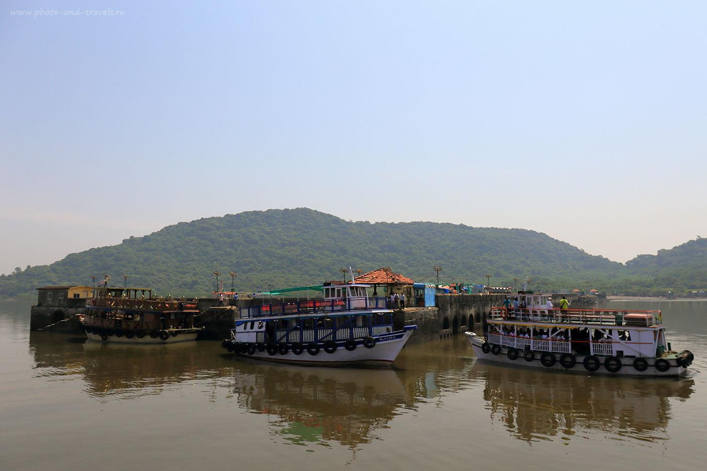 Фотография 5. Остров Элефанта (ElephantaIsland), вид с воды. Отзывы туристов о самостоятельных экскурсиях в Мумбаи. (24-70, 1/1000, -1eV, f9, 24 mm, ISO 100)