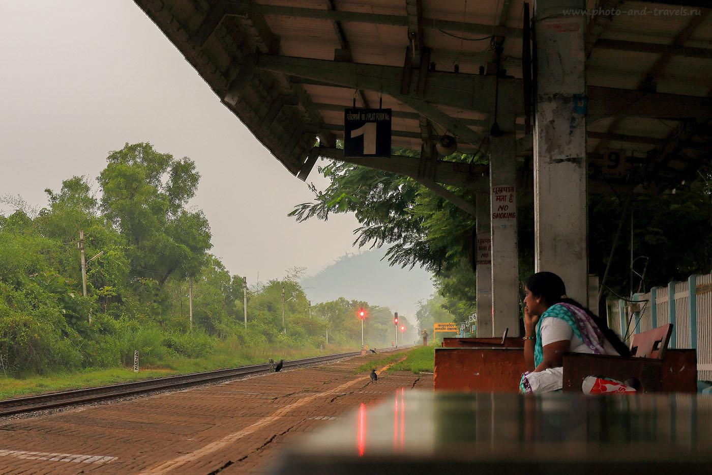 Фото 7. В ожидании поезда. Рассказ про поездку на поезде во время отдыха в Гоа (24-70, 1.6сек., 0eV, f9,64mm, ISO 100) (24-70, 1.6сек., 0eV, f9,64mm, ISO 100)