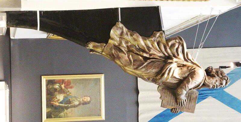 Петербург. Военно-Морской музей. Носовые фигуры кораблей