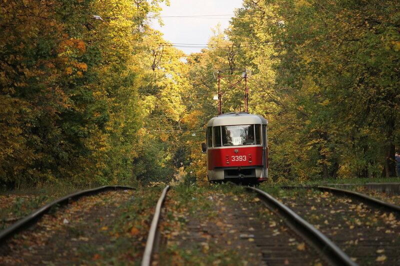 Трамвай 3393 у метро Щукинская