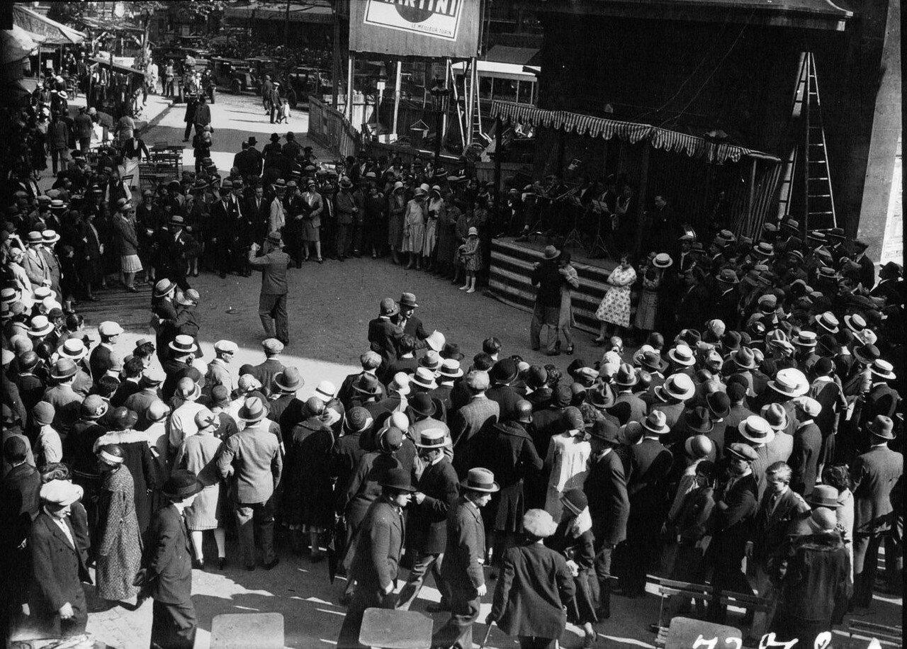1930. Танцы на улицах Парижа