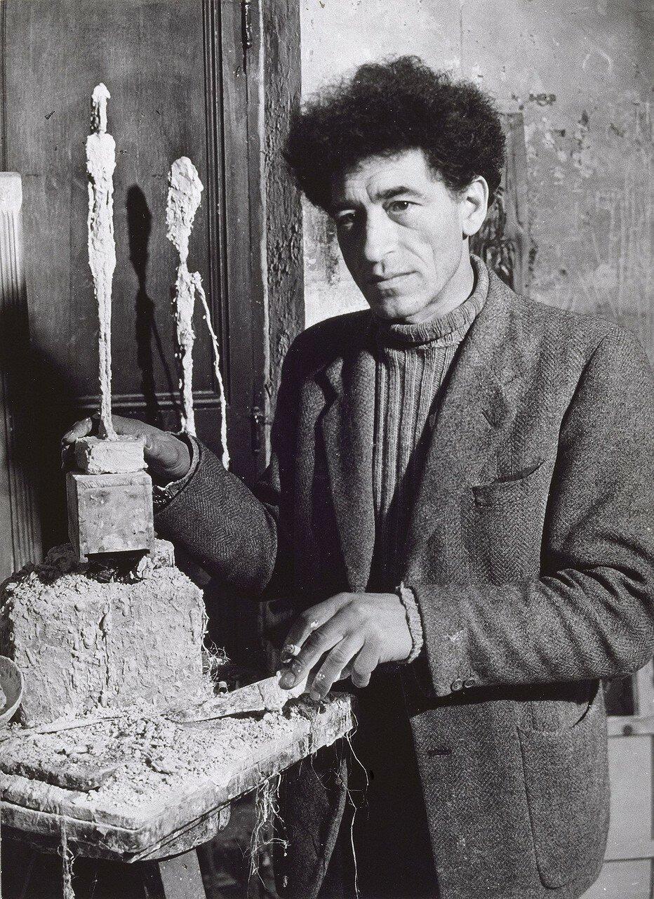 Джакометти работает над статуэткой