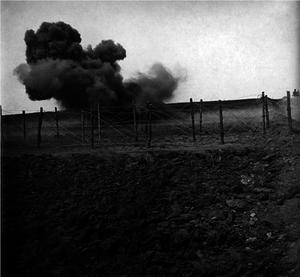 21. 1914. Разрыв артиллерийского снаряда впереди русских позиций у Ниско, Галиция